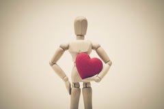 Het houden van rood hart Stock Foto's