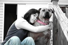 Het houden van van haar hond Stock Afbeeldingen