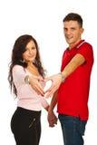 Het houden van van jong paar met hartvorm Stock Foto's