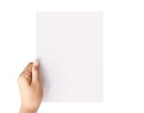 Het houden van wit leeg A4 document Royalty-vrije Stock Fotografie