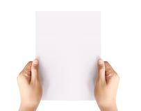 Het houden van wit leeg A4 document Stock Foto's