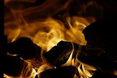 Het hout van de brand Brandend hout fireplace stock foto