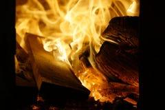 Het hout van de brand Brandend hout fireplace royalty-vrije stock foto