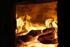 Het hout van de brand Brandend hout fireplace stock fotografie