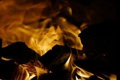 Het hout van de brand Brandend hout fireplace royalty-vrije stock foto's