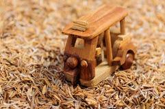 Het houten autostuk speelgoed maakt schot Royalty-vrije Stock Fotografie
