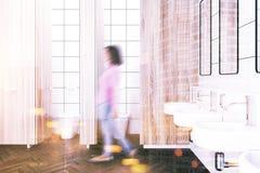 Het houten binnenland van het muur openbare toilet, vrouw Royalty-vrije Stock Foto's