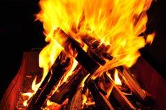 Het houten branden in brand Royalty-vrije Stock Afbeeldingen