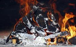 Het houten branden in de brand Royalty-vrije Stock Foto