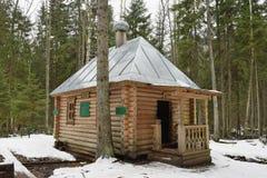 Het houten gebouw is gesloten de doopvont Royalty-vrije Stock Afbeeldingen