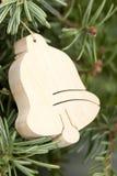 Het houten klok hangen op Kerstboom Royalty-vrije Stock Afbeeldingen