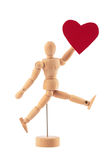 Het houten mensenstuk speelgoed standbeeld houdt rode hartstudio geïsoleerd Stock Foto