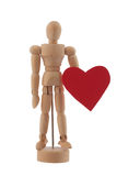 Het houten mensenstuk speelgoed standbeeld houdt rode hartstudio geïsoleerd Royalty-vrije Stock Foto