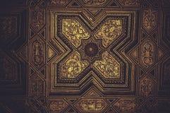 Het houten met panelen bekleden behandeld met bladgoud Stock Afbeelding
