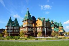 Het houten Paleis van de koning Alexei Mikhailovich in Kolomenskoye (wederopbouw), Moskou stock fotografie