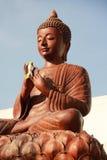 Het houten standbeeld van Boedha, met gesloten ogen stock foto