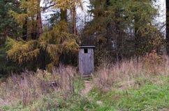 Het houten Toilet in het Hout Stock Foto