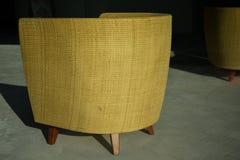 Het houten Zonlicht van de de Ambachtschaduw van Weaven Straw Brown Furniture Bank Couch Met de hand gemaakte Stock Afbeelding