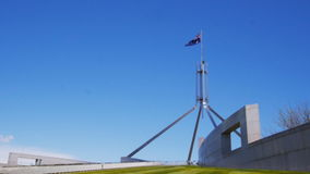 Het huis Australië van het vlagparlement stock videobeelden