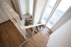 Het huis binnenlands ontwerp van trappen Stock Foto