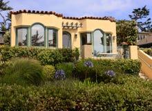 Het huis Carmel, Californië van het strand Stock Afbeeldingen