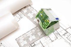 Het huis dat van 100 Euro bankbiljetten wordt gemaakt Royalty-vrije Stock Fotografie