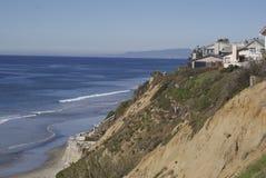 Het huis dat van het strand oceaan overziet Royalty-vrije Stock Afbeelding