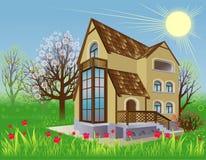 Het huis is in de de lentetuin Stock Afbeeldingen
