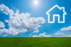 Het huis in de hemel van wolken wordt - het 3d teruggeven gemaakt die Stock Afbeeldingen