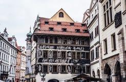 Het Huis de Minuut in Oud Stadsvierkant Stock Afbeeldingen