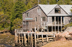Het huis en het dok van de visser Stock Afbeelding