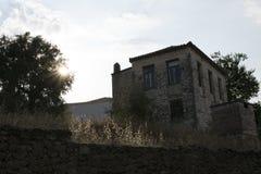 Het huis Kalamata, Griekenland van het olijflandbouwbedrijf stock foto's