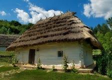 Het huis met een strodak royalty-vrije stock afbeeldingen