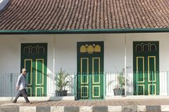 Het Huis met 3 Groene Deuren: De schoonheid van het oude ontwerp Stock Afbeelding