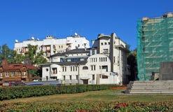 Het huis onder modernist stijl wordt gestileerd wordt gevestigd bij Chapayev-Vierkant dat Straat van Frunze, 169 samara Stock Afbeelding