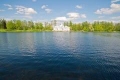Het huis op het meer Stock Afbeelding