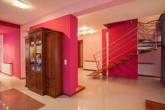 Het huis van de amarant - Kleurrijk binnenland royalty-vrije stock foto