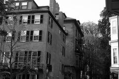Het huis van de baksteen met blinden Royalty-vrije Stock Fotografie