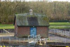 Het huis van de baksteenpomp stock foto