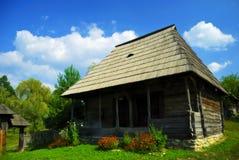 Het huis van de droom dat in traditionele styl wordt gemaakt royalty-vrije stock afbeeldingen
