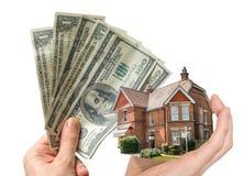 Het huis van de handholding - verkoop van onroerende goederen royalty-vrije stock afbeeldingen