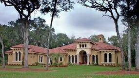 Het huis van de het dakluxe van de tegel Stock Foto