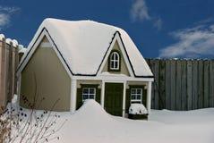Het huis van de hond in sneeuw Royalty-vrije Stock Foto