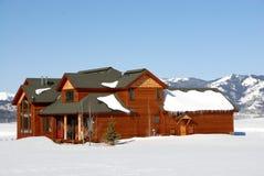 Het Huis van de luxe in de Rotsachtige Bergen Stock Afbeelding
