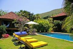 Het huis van de luxe met pool Royalty-vrije Stock Foto's