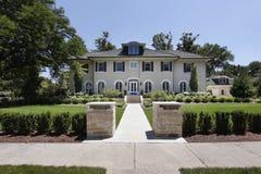 Het huis van de luxe met steenpijlers Royalty-vrije Stock Fotografie