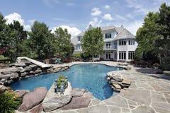 Het huis van de luxe met zwembad Stock Foto's