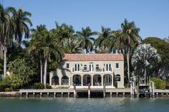 Het huis van de luxewaterkant in Miami Royalty-vrije Stock Fotografie