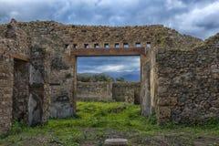 Het huis van de oude Roman ruïnes, een deel van de Unesco-Plaatsen van de Werelderfenis Het wordt gevestigd dichtbij Napels royalty-vrije stock afbeeldingen