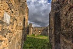 Het huis van de oude Roman ruïnes, een deel van de Unesco-Plaatsen van de Werelderfenis Het wordt gevestigd dichtbij Napels royalty-vrije stock fotografie